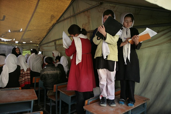 Kabul「Afghan Girls Pack Schools Five Years After Fall Of Taliban」:写真・画像(9)[壁紙.com]