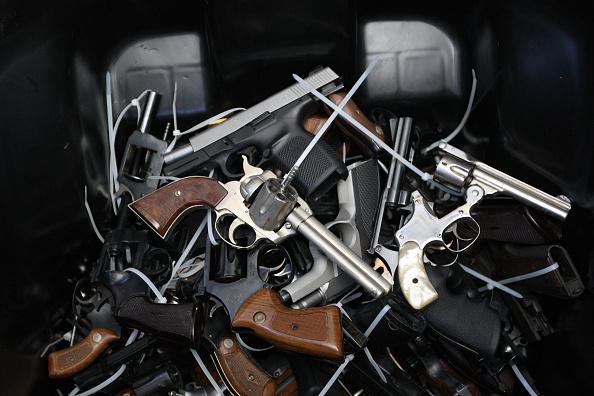 警戒「In Wake Of UCSB Killings, Los Angeles Holds Gun Buyback Program」:写真・画像(5)[壁紙.com]