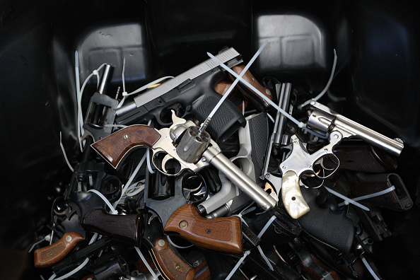 武器「In Wake Of UCSB Killings, Los Angeles Holds Gun Buyback Program」:写真・画像(3)[壁紙.com]