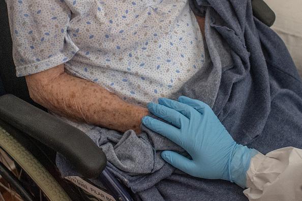 Hand「As Spain Eases Lockdown, Nursing Homes Keep Their Guard Up」:写真・画像(15)[壁紙.com]