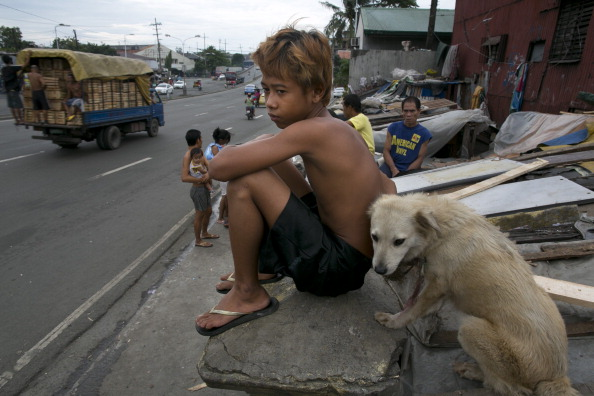 Slum「Overpopulation and Underemployment: Faces of Poverty in Manila」:写真・画像(4)[壁紙.com]