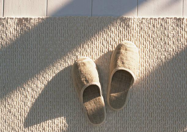 Slippers and rug:スマホ壁紙(壁紙.com)
