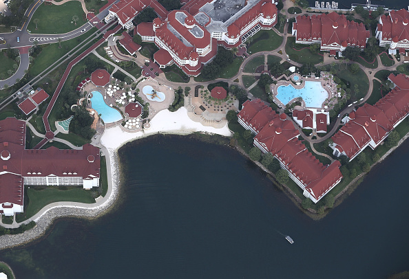Tourist Resort「Alligator Snatches  2-Year-Old Boy From Lake At Disney Resort」:写真・画像(13)[壁紙.com]