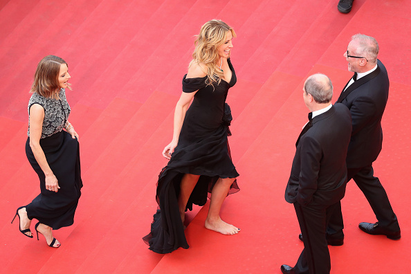 "Barefoot「""Money Monster"" - Red Carpet Arrivals - The 69th Annual Cannes Film Festival」:写真・画像(7)[壁紙.com]"