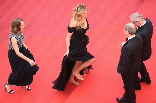 "Barefoot「""Money Monster"" - Red Carpet Arrivals - The 69th Annual Cannes Film Festival」:写真・画像(5)[壁紙.com]"