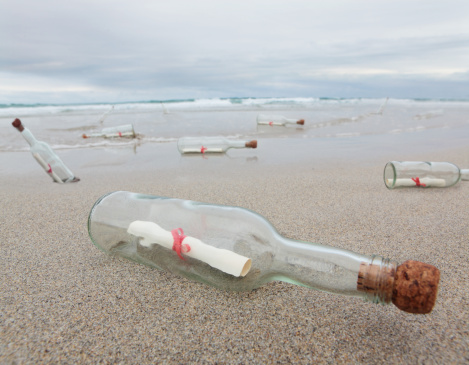 Waiting「messages in bottles washed up on beach」:スマホ壁紙(18)