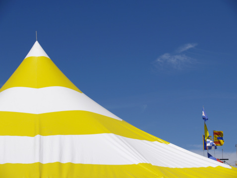 Tent「Yellow and White Striped Tent」:スマホ壁紙(0)