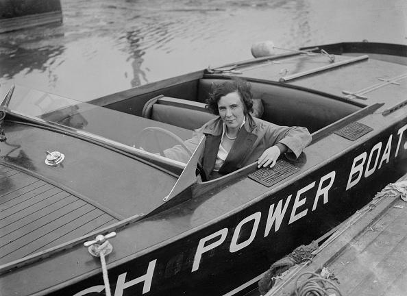 モノクロ「Kitty Brunell In A British Power Boat Company Launch」:写真・画像(17)[壁紙.com]
