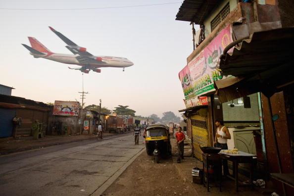 Mumbai「Mumbai Slum Redvelopment Stalled By Financial Crisis」:写真・画像(17)[壁紙.com]