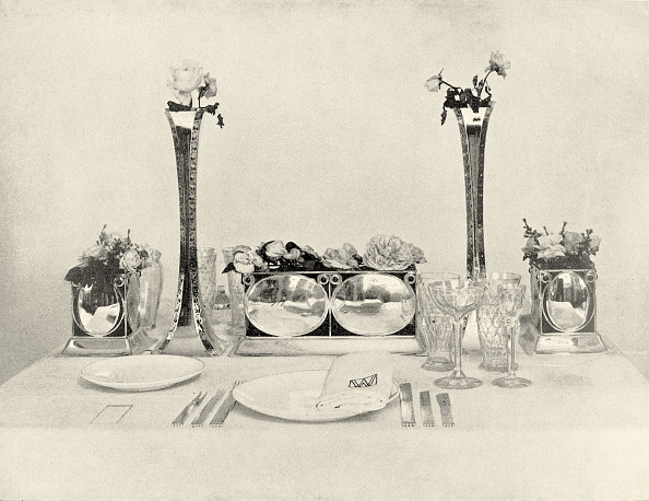 "Wiener Werkstaette Style「Arrangement for an elegant table with two silver vases designed by Kolo Moser in the exhibition of the Wiener Werkstatte named ""The well laid table"". Vienna, XII., Neustiftgasse 32-34. In: Deutsche Kunst und Dekoration, volume XIX. page 474.」:写真・画像(7)[壁紙.com]"