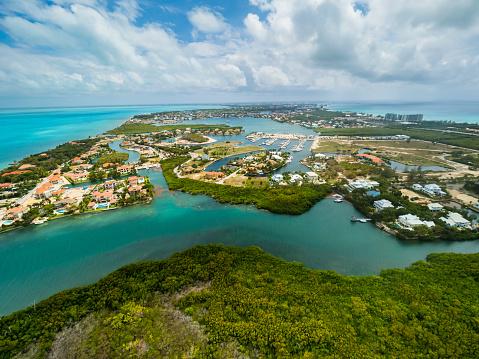 ケイマン諸島「Caribbean, Cayman Islands, George Town, Westbay and Cypress Pointe」:スマホ壁紙(3)