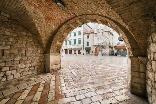 Old Town「Portal and Entrance of Kotor」:スマホ壁紙(3)