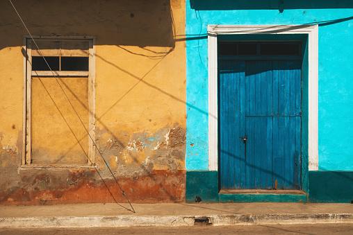 UNESCO「Wooden blue door in Trinidad, Cuba」:スマホ壁紙(16)