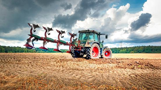 Plowed Field「Tractor plows the field」:スマホ壁紙(14)