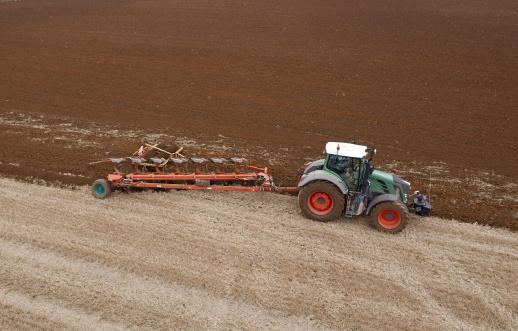 Plowed Field「Tractor Ploughing Field」:スマホ壁紙(19)