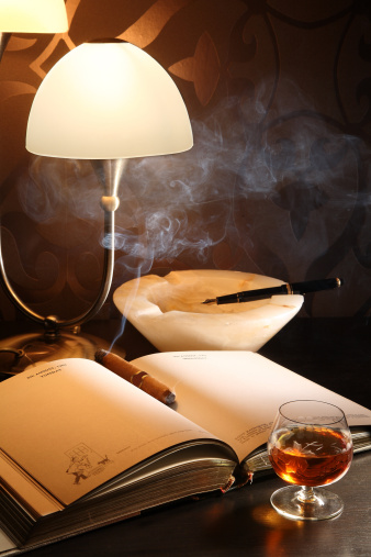 ブランデー「Unlit cigar on a personal organizer」:スマホ壁紙(9)