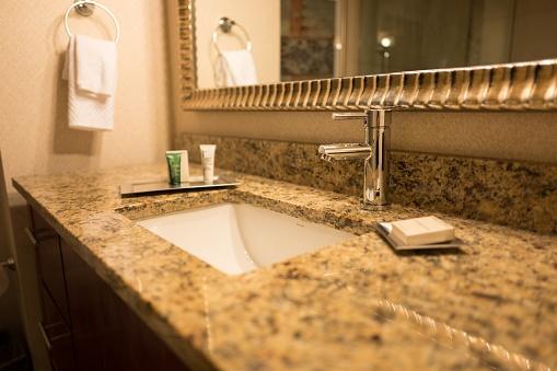 Gold Colored「Hotel Bathroom」:スマホ壁紙(2)
