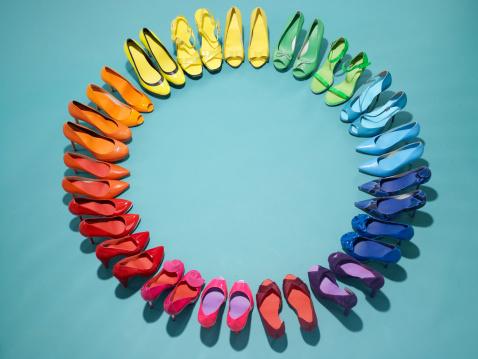 Conformity「Colorful shoes form a color wheel」:スマホ壁紙(9)