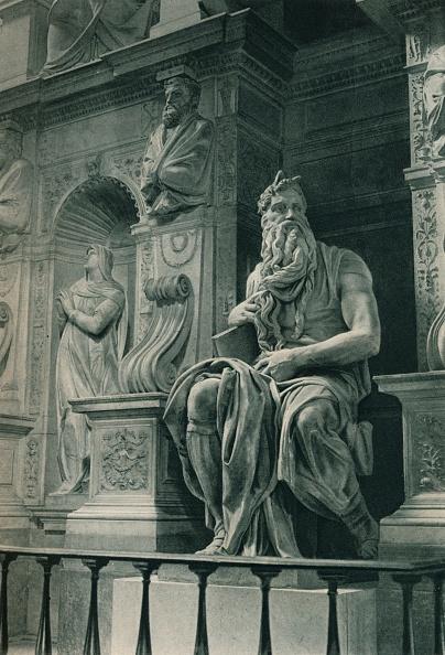 バシリカ「Moses, sculpture by Michelangelo in the Church of San Pietro in Vincoli, Rome, Italy」:写真・画像(9)[壁紙.com]