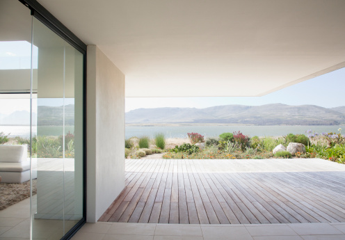 South Africa「View of lake from patio of modern house」:スマホ壁紙(16)