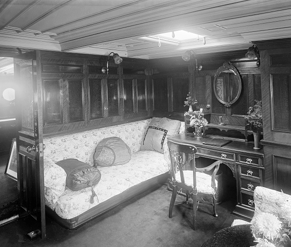 20-29 Years「A Boudoir On Steam Ship Venetia」:写真・画像(4)[壁紙.com]