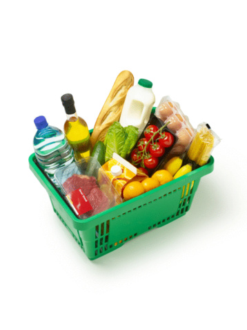 Budget「Supermarket basket with organic produce on white.」:スマホ壁紙(11)
