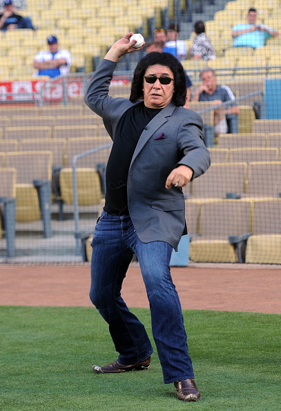 Frazer Harrison「Gene Simmons Throws Out The First Pitch at the Dodgers Game」:写真・画像(5)[壁紙.com]