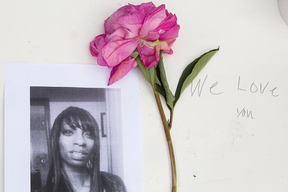 一輪の花「Protestors Rally After Police Shooting Death Of Pregnant Woman In Seattle」:写真・画像(0)[壁紙.com]