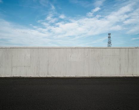 Fence「Fence, roadside and sky」:スマホ壁紙(14)