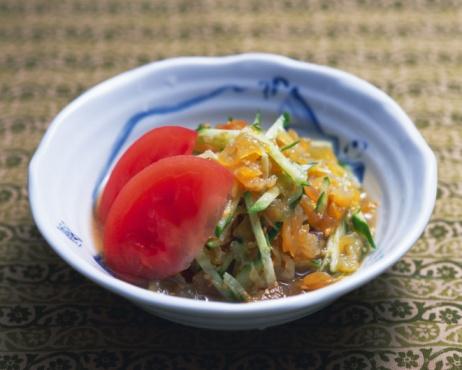 くらげ 日本「Vinegared jellyfish and strips of cucumber in bowl, high angle view, differential focus」:スマホ壁紙(1)