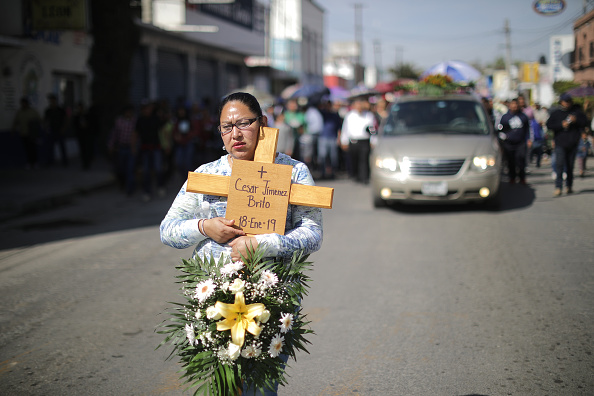 Exploding「Relatives of Victims of a Pemex' Pipeline Explosion Hold a Vigil」:写真・画像(14)[壁紙.com]