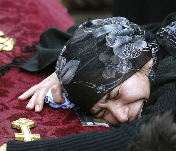 Mourning「Beslan Continues To Bury Its Dead」:写真・画像(18)[壁紙.com]