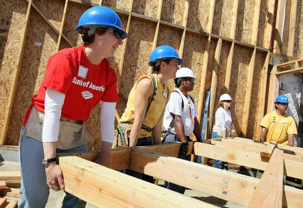 Volunteer「Habitat For Humanity Builds Homes In Oakland, California」:写真・画像(6)[壁紙.com]