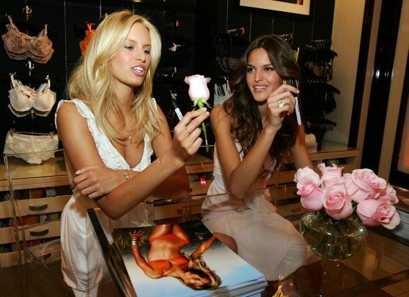 Flagship Store「Victoria's Secret's Las Vegas Flagship Store Celebrates First Anniversary」:写真・画像(7)[壁紙.com]