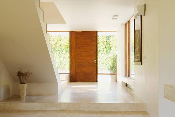 Modern hallway with wooden door:スマホ壁紙(壁紙.com)