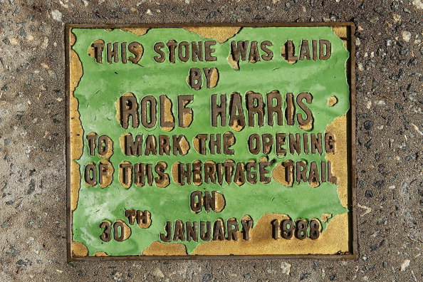 Footpath「Rolf Harris' Hometown Reacts Strongly To Guilty Verdict」:写真・画像(17)[壁紙.com]