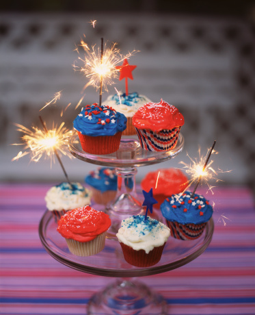 Fourth of July「Patriotic cupcakes on tiered stand」:スマホ壁紙(12)