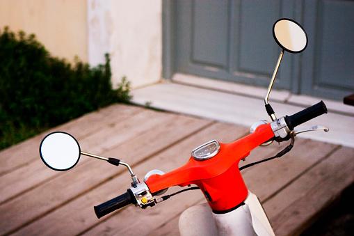 Motorcycle「Moped Parked in Front of Door」:スマホ壁紙(5)