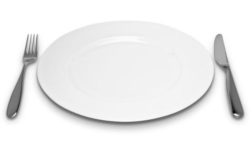 フォーク「Empty white plate with knife and fork」:スマホ壁紙(8)