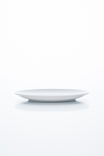 Plate「Empty white plate on white background」:スマホ壁紙(19)