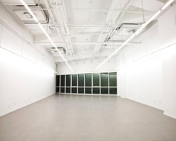 Empty white office interior:スマホ壁紙(壁紙.com)
