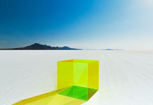 Bonneville Salt Flats「Empty colored box on salt flats.」:スマホ壁紙(14)