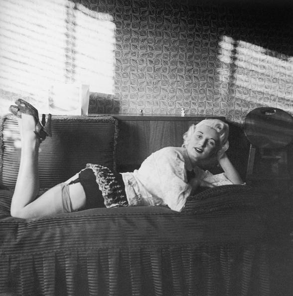 Stockings「Ellis On Sofa」:写真・画像(16)[壁紙.com]