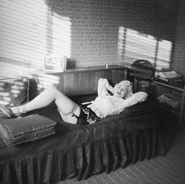 Stockings「Ellis Reclining」:写真・画像(11)[壁紙.com]
