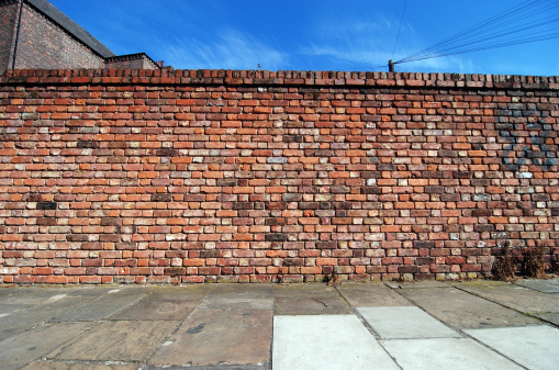 Street「Urban background UK - Red brick wall with sidewalk」:スマホ壁紙(3)