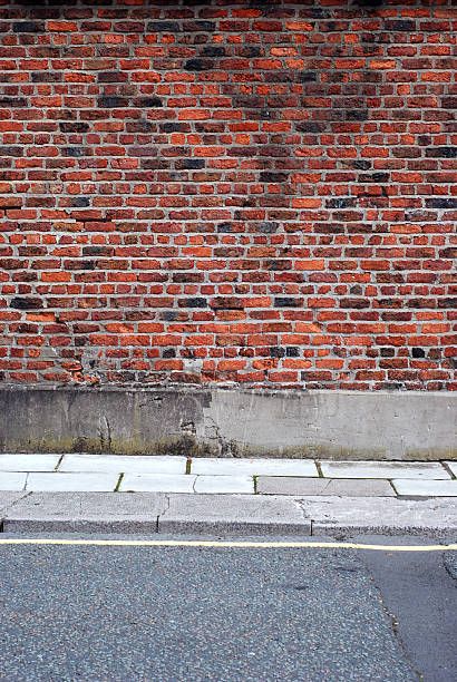 Urban background UK - Red brick wall with sidewalk:スマホ壁紙(壁紙.com)