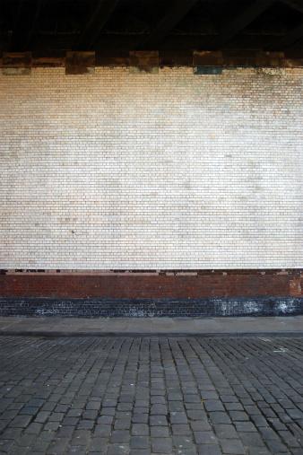 Brick Wall「Urban background UK - White brick wall with sidewalk」:スマホ壁紙(17)
