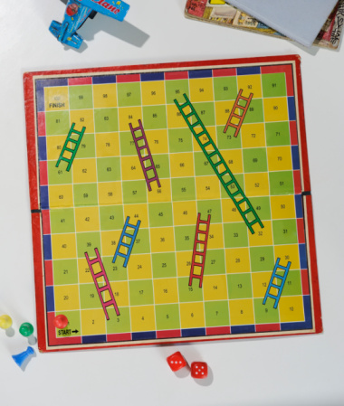 Board Game「Snakes & Ladders board with no snakes」:スマホ壁紙(18)