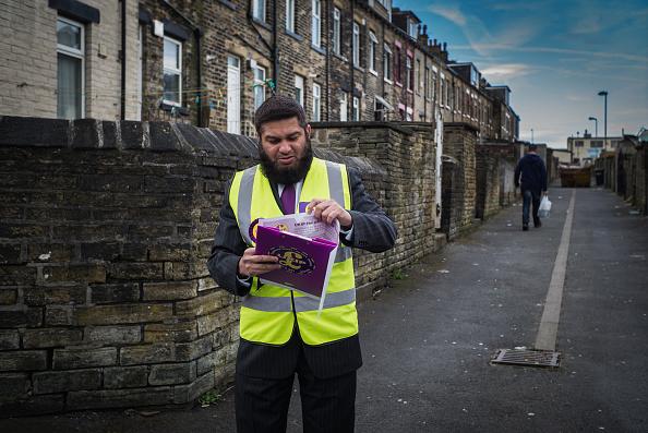 Christopher Furlong「Bradford's UKIP Candidate Owais Rajput Canvasses For Votes」:写真・画像(18)[壁紙.com]