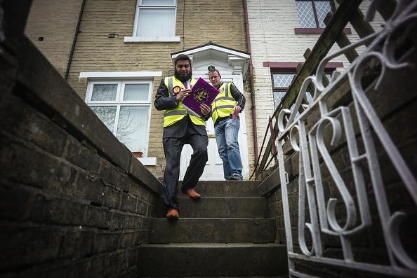 Politics and Government「Bradford's UKIP Candidate Owais Rajput Canvasses For Votes」:写真・画像(17)[壁紙.com]